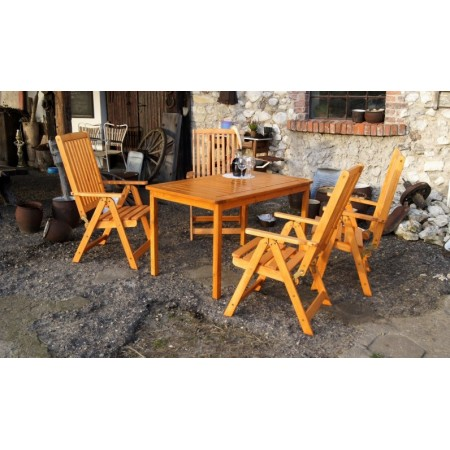 Klasický obdélníkový zahradní stůl ze dřeva - lakovaná borovice