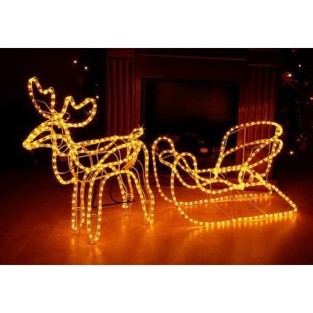 Vánoční dekorace před dům, svítící sob se saněmi