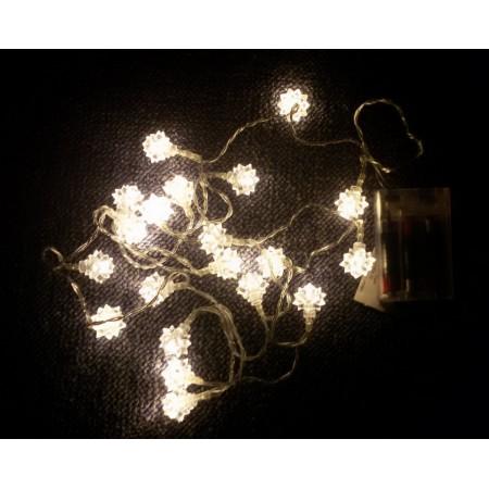 Vánoční řetěz - svítící hvězdy / vločky do bytu, na baterie, 2 m