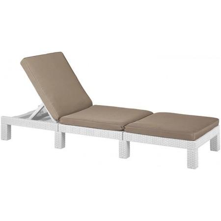 Elegantní relaxační venkovní lehátko z polyratanu, bílé